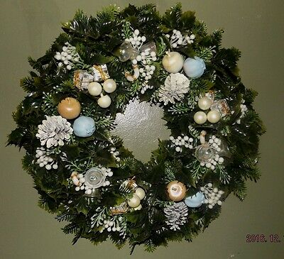 """Large 18"""" Plastic Vintage Decorated In White & Light Blue Christmas Wreath"""