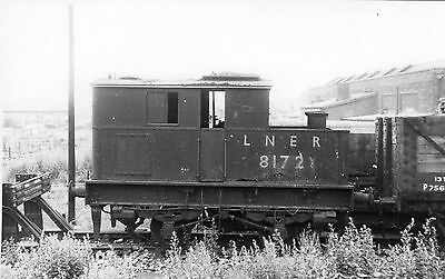 Photo LNER Class Y3 0-4-0T Sentinel No 8172 at Neasden shed yard 27/6/51