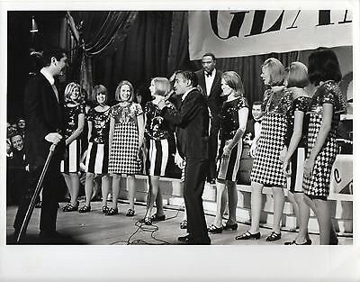 g627. Original Photo ca 1968 Sammy Davis Jr. & Dean Martin at TV Beauty Pageant