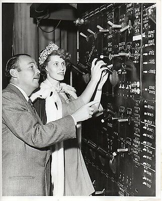 """g246. Original 1947 CBS-TV Photo """"Queen for a Day"""" Emcee Jack Bailey (Mutual)"""