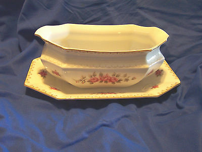 Harmony House Rosette  Gravy Boat Attached Liner  Gold Trim Discontinued
