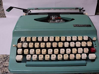 Rare Vintage GRANTs' 737 Deluxe typewriter  All pieces are there /working