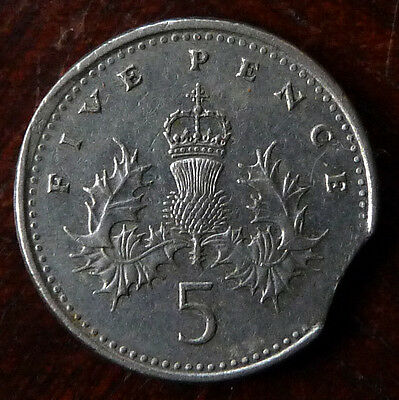 Rare 1990 small 5p coin with Clipped Planchet and Mint Error