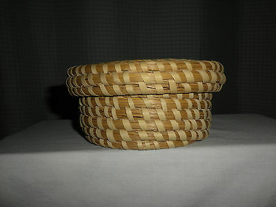 Pretty South Carolina Low Country Round WOVEN SWEETGRASS BASKET w/Lid