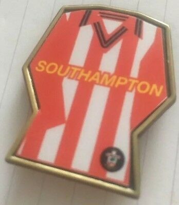 Southampton  SHIRT / KIT FOOTBALL INSERT METAL BADGE