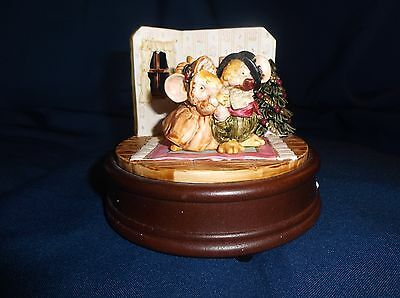San Francisco Music Box Co 1991 Setsuko Broderick Mice by the Fireplace