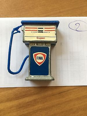 TOY FINA SUPER PETROL PUMP RARE VINTAGE USED IN NICE CONDITION 5cm HIGH (2)
