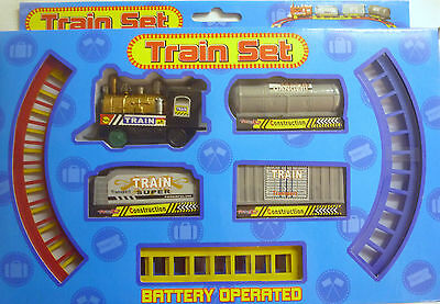 Battery Operated Model Toy Train Set. Steam Engine, 3 trailers, 8 P of Track