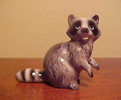 RETIRED Hagen-Renaker Mini #3095 MAMA RACCOON - Miniature Ceramic Figurine