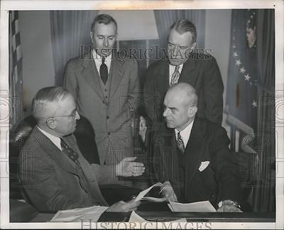 1952 Press Photo President Harry Truman Meets with Airport Congestion Board
