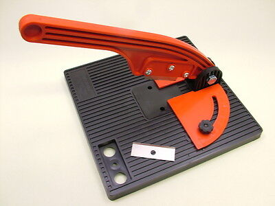 Craft guillotine trimmer multi angle supplied with 2 blades.Card,tile trims etc.