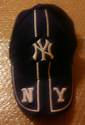 New York Yankees Baseball Cap Navy Blue / Silver Embroidery Bnwt Mint Condition