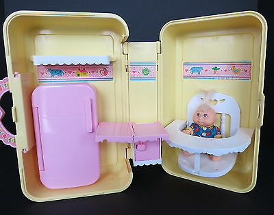 1996 Mattel Cabbage Patch Love N Go Kitchen Playset W/ Baby Doll