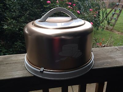 Vintage Mirro Colored Aluminum Cake Carrier With Wood Handle