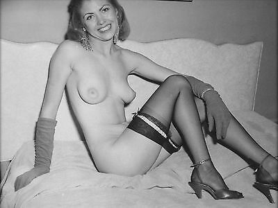 1960s Pinup Bettie Henderson Posing nude in black stockings 5 x 7 Photograph