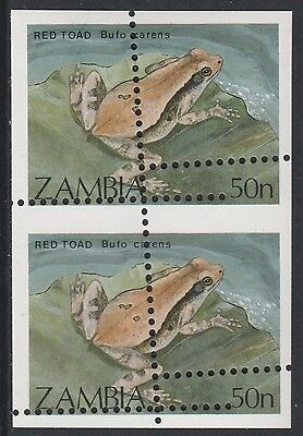 Zambia (1667) - 1989 Red Toad PERF ERROR PAIR  unmounted mint