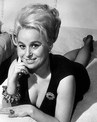 """Barbara Windsor Carry on Films 10"""" x 8"""" Photograph no 93"""