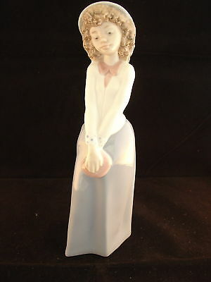 Delightful Lladro Nao Figurine Of A Young Lady
