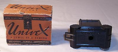 UNIVEX ART DECO BAKELITE POCKET SIZE CAMERA 1930s BOXED