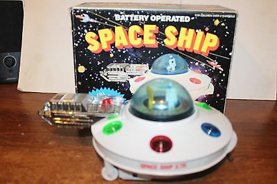 VERY NICE VINTAGE BATTERY OPERATED SPACE SHIP X711 in ORIGINAL BOX