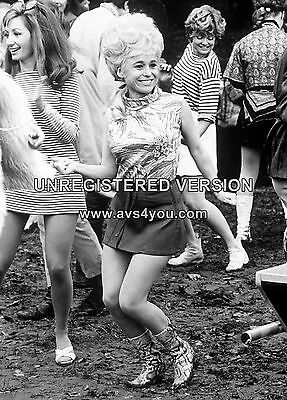 """Barbara Windsor Carry On Films 10"""" x 8"""" Photograph no 14"""