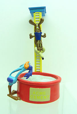 WILE E COYOTE ROAD RUNNER Figure Diving into Pool ACME CEMENT Six Flags WB 9444