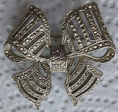 VINTAGE Silver Coloured Metal BOW BROOCH Marcasite Style