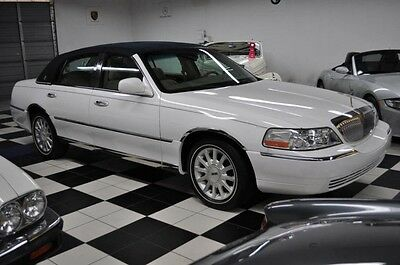 2007 Lincoln Town Car Signature WITH ONLY 9,358 MILES WOW !!!!!!! 2007 Lincoln Not A Misprint...9,358 MILES! ONE OWNER! CARFAX CERTIFIED!