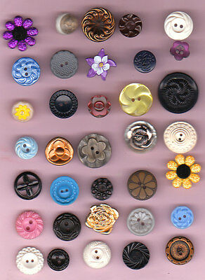 35 vintage PLASTIC & METAL FLOWER BUTTONS mix  lot  1940's & up SOME OPENWORK