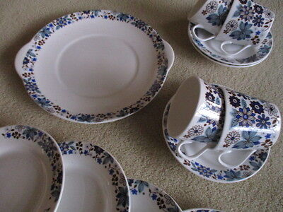 Vintage Elizabethan English china blue CARNABY  tea set for 4 lovely condition