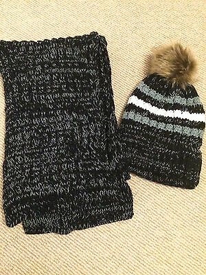 Black And White Woolly Hat And Scarf Set New