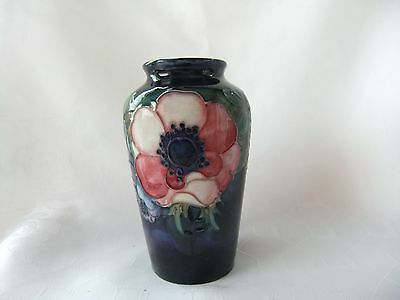 """VINTAGE SMALL 4 """" MOORCROFT  VASE IN  ANEMONE  DESIGN  WITH PAPER LABEL C.1930's"""