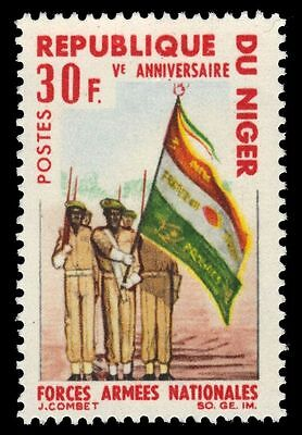 """NIGER  176 (Mi133) - National Armed Forces """"Color Guard"""" (pa39491)"""