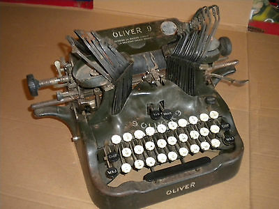 Vintage Typewriter USA Oliver 9 export model made for french market to restore