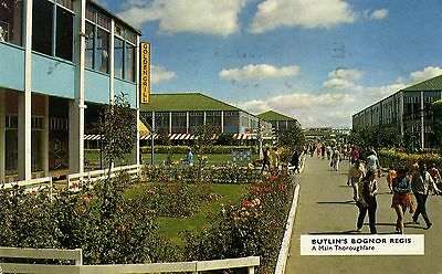 Butlin's Holiday Camp - Bognor Regis - A Main Thoroughfare - Official Postcard