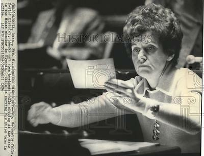 1976 Press Photo Representative Georgette Valle at her desk in the house chamber