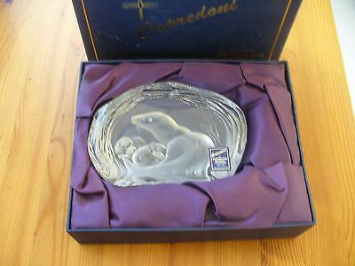 Dartington Crystal Capredoni Otter & Babies Paperweight Boxed