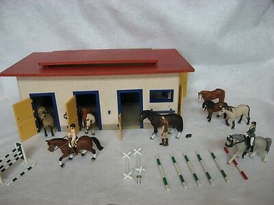 Schleich Farm Life Horse Stable Barn + Horses and Figures