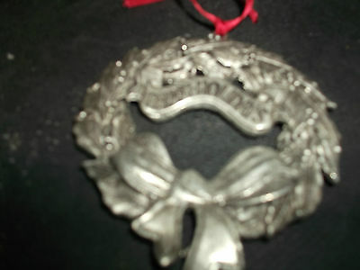 A Christmas Wreath Ornament By Fingerhut.  It Is Dated 1995. Perfect Condition