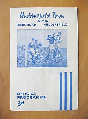 HUDDERSFIELD TOWN v MANCHESTER UNITED 1954/1955 VG Condition Football Programme