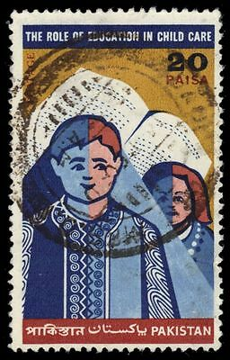 PAKISTAN 297 (SG303) - National Children's Day Issue (pa80939)
