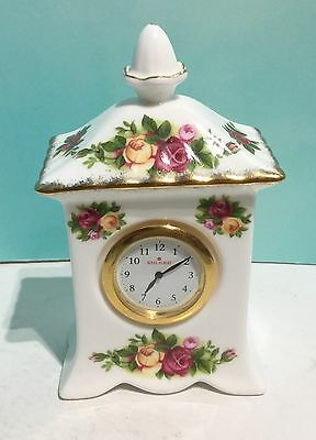 (M26) Old Country Roses Royal Albert Clock