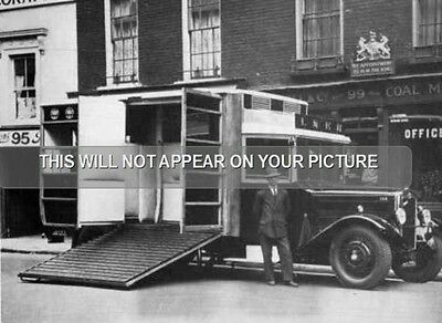 Strachen-bodied horse box on a Morris Commercial 'Viceroy'