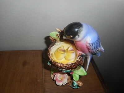Vintage Chickadee Bird Figurine~Momma Feeding Baby Birds In Nest~ Japan