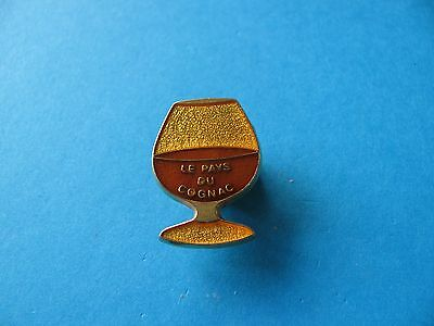 Le Pays Du Cognac Pin Badge. Brandy. VGC. Enamel.