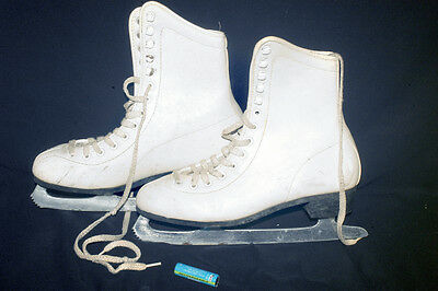 Ice Skates For Girls In Beautiful White With  A Red Lining  Size 38 Europe Size
