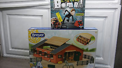 Breyer Stablemates Deluxe Stable Set Factory wrapped inside & Chrono BomB