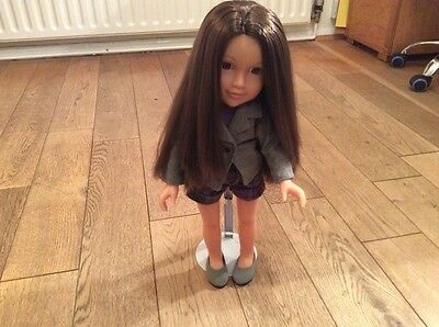 Designafriend Doll, Lovely Hair, Gorgeous outfit with Shoes. Really pretty Doll