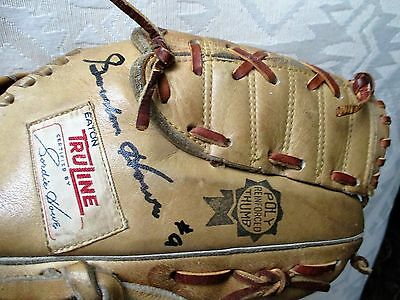 Gordie Howe autographed EATON Truline Glove, Model #2507R...AWESOME!