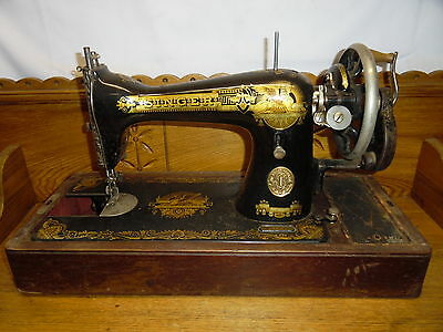 1933 15K Hand Crank Singer Sewing Machine In Wood Case Egyptian Sphinx